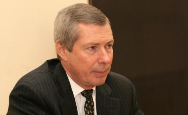 Уорлик: Петков знае защо му е отнета визата