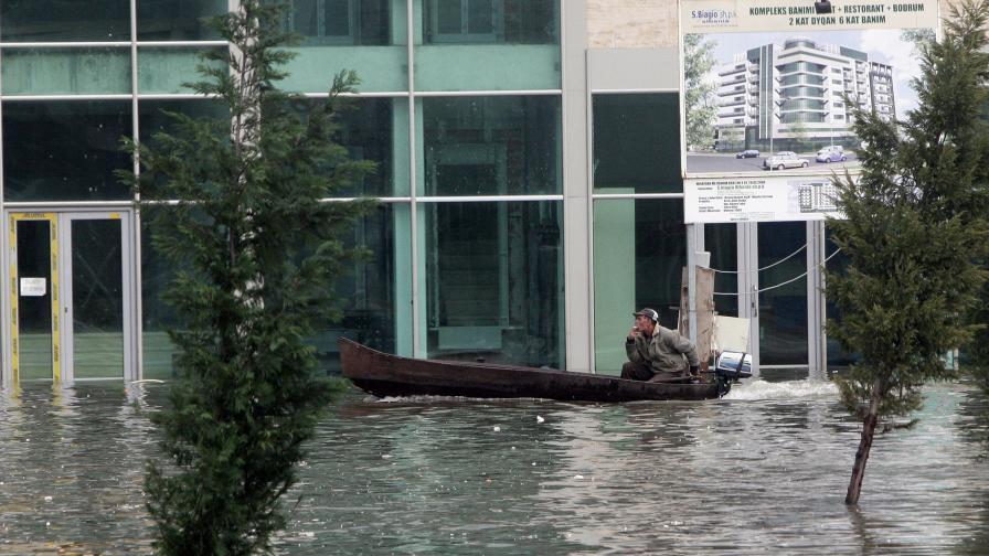 Половината Балкани и Венеция под вода