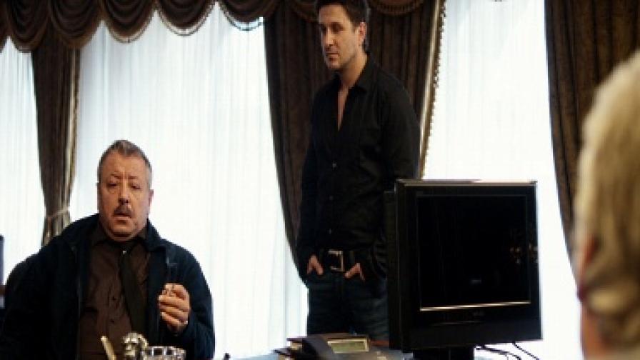 """Разкриват Ставрев от """"Стъклен дом"""" в двойна игра"""