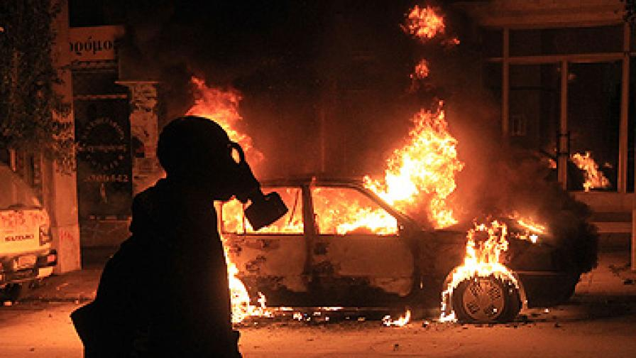 Протести, сблъсъци и ранен на печална годишнина в Атина