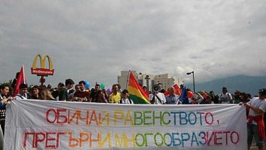 През юни третото в София гей шествие премина без сериозни инциденти и под засилено полицейско присъствие
