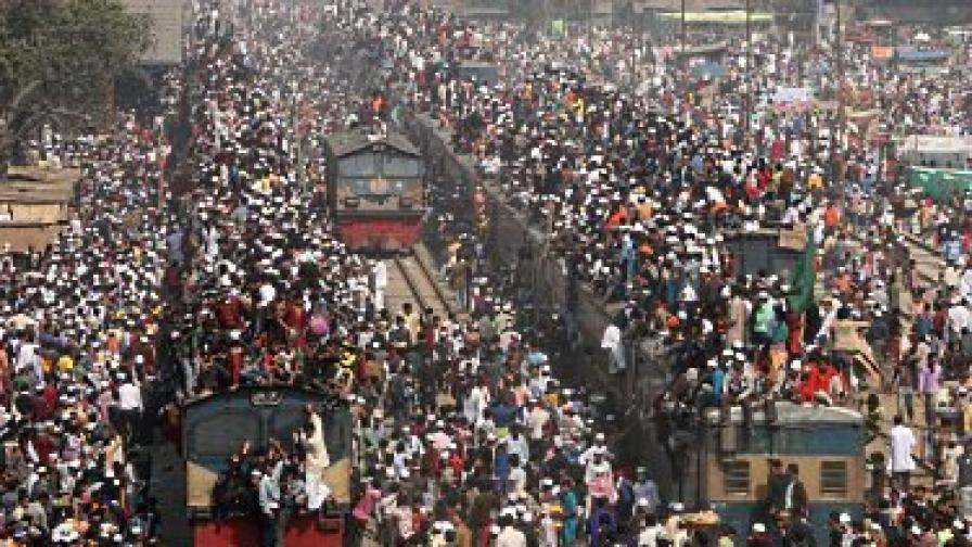 19 загинали и стотици ранени жп катастрофа в Бангладеш