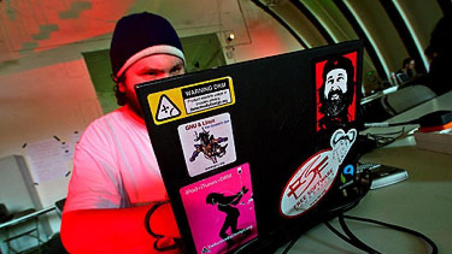 Хакерските атаки - по-скоро политически театър, отколкото война в интернет