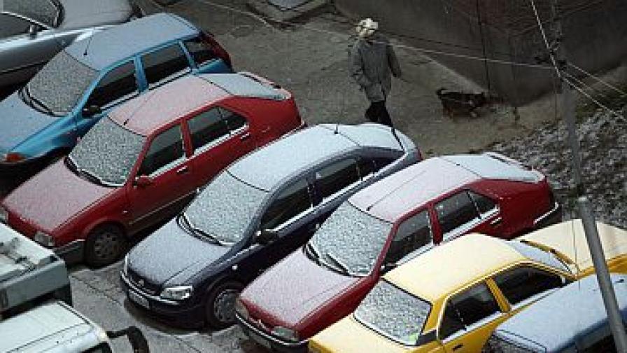 Синоптици: Тънка снежна покривка в страната