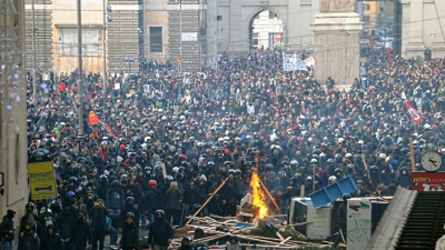 100 000 души протестираха в центъра на Рим