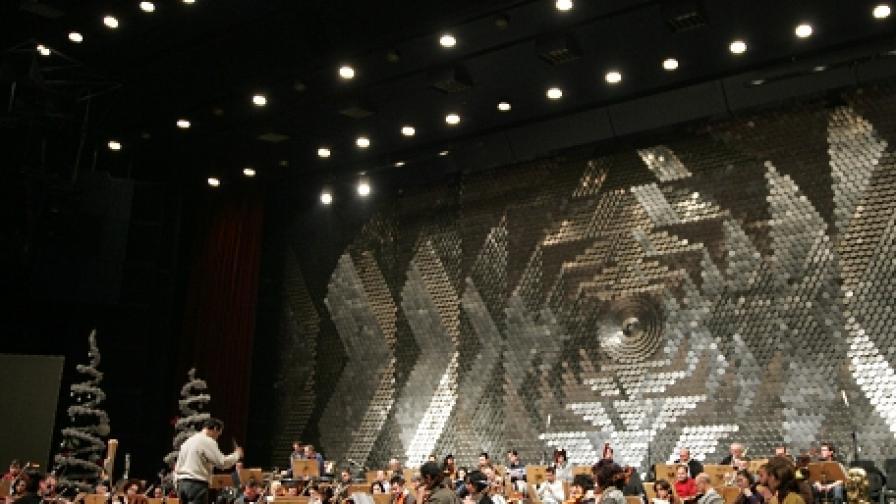 Маестро Емил Табаков репетира с Фестивалния оркестър в Зала 1 на НДК