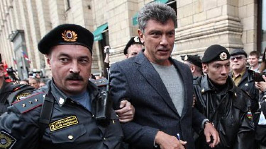 Немцов беше задържан и през 31 август