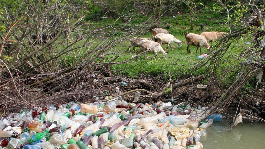 Пластмасовите опаковки, като бутилките - по-тежък проблем