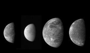 Четирите спътника на Юпитер (от ляво на дясно) - Йо, Европа, Ганимед и Калисто