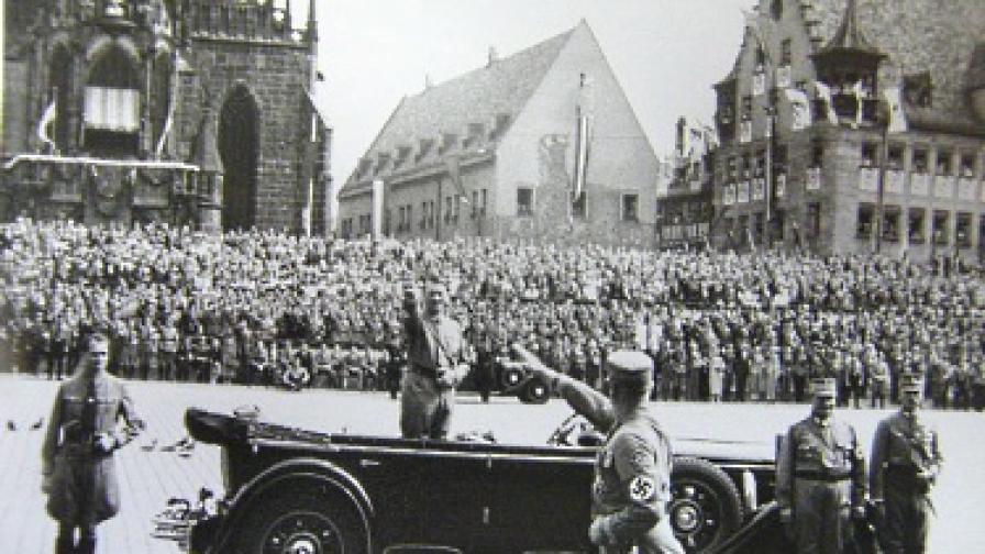 Невиждани снимки на Хитлер продадени на търг