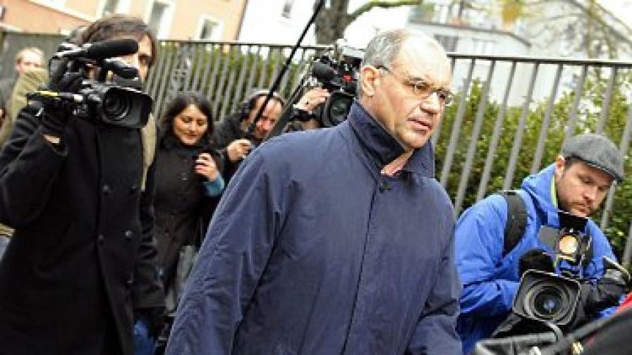 Рудолф Елмер на път за съда вчера