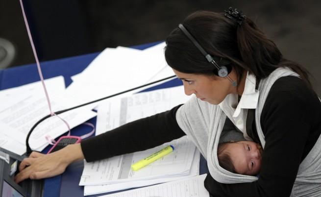 По-малко фирми искат работещи майки