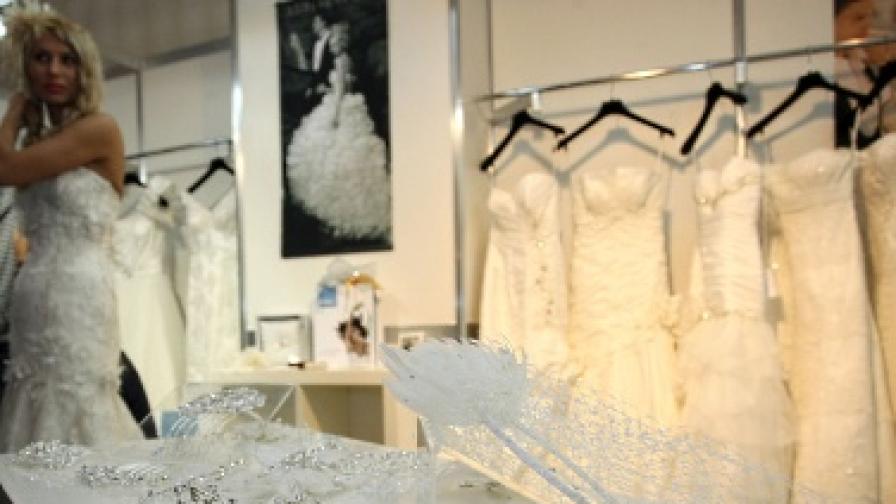 Булка смени девет рокли на сватбата си