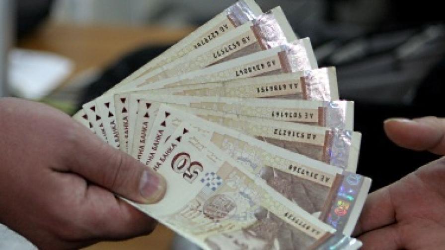 Социалният министър иска повишение на минималната заплата