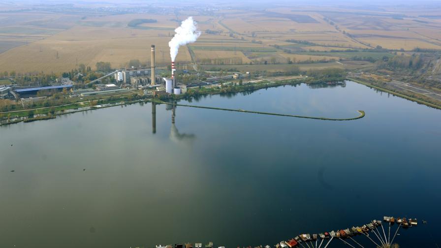 Унгарският завод убиец още тровел