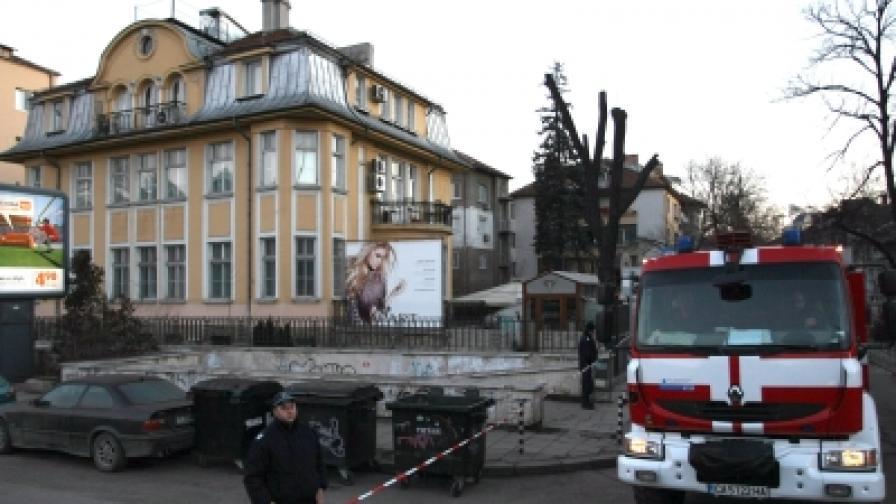 """Взривът пред в. """"Галерия"""": Политически, а не терористичен акт"""