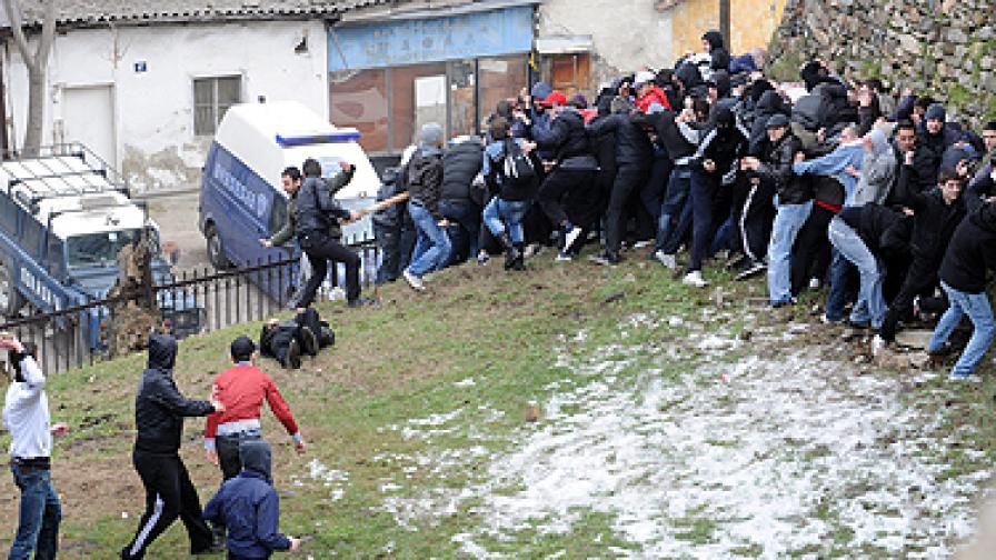 Осем ранени в бой с камъни край Скопие