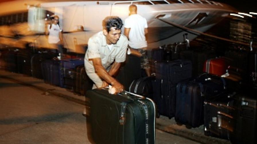 Продължава евакуацията на българи от Либия