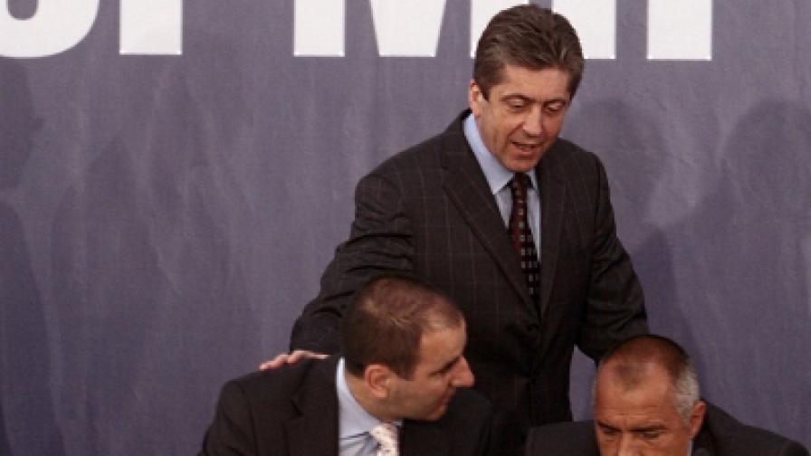 """Първанов, Борисов и Цветанов на дискусия на тема """"Реформата на българския политически модел"""" (снимка от 7 юли 2008 г.)"""