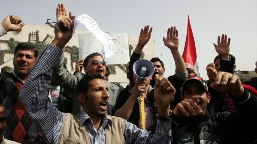 Протестите взеха жертви и в Ирак