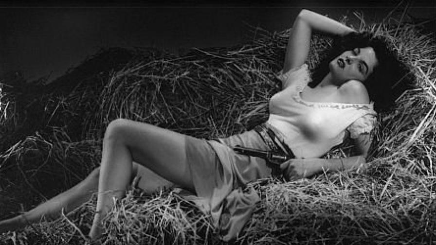 Джейн Ръсел на 21 години в дебютния си филм The Outlaw