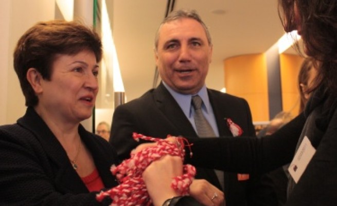 Стоичков подари мартеница на Барозу