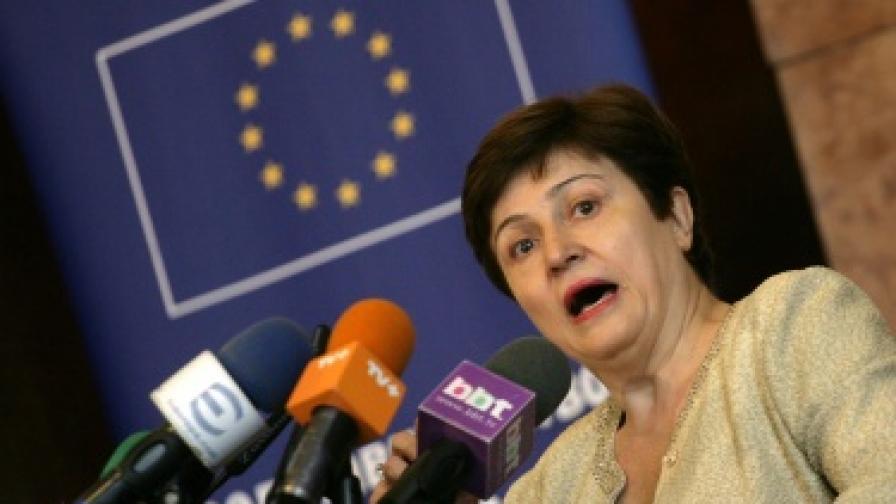 К. Георгиева: Още българи искат евакуация от Либия