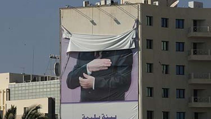 Ликът на Бен Али вече не краси сградите