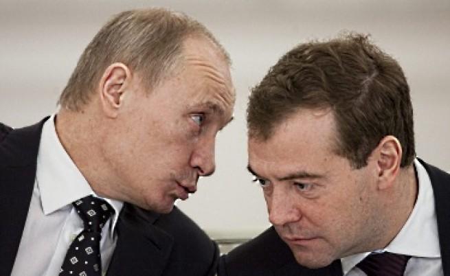 Руските медии за полемиката между Путин и Медведев за Либия