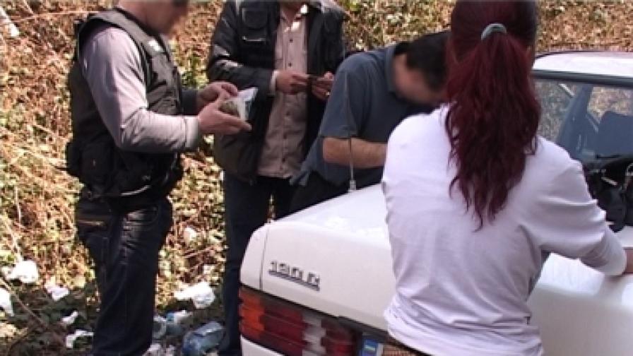 Полицията атакува стриптийз бар в София