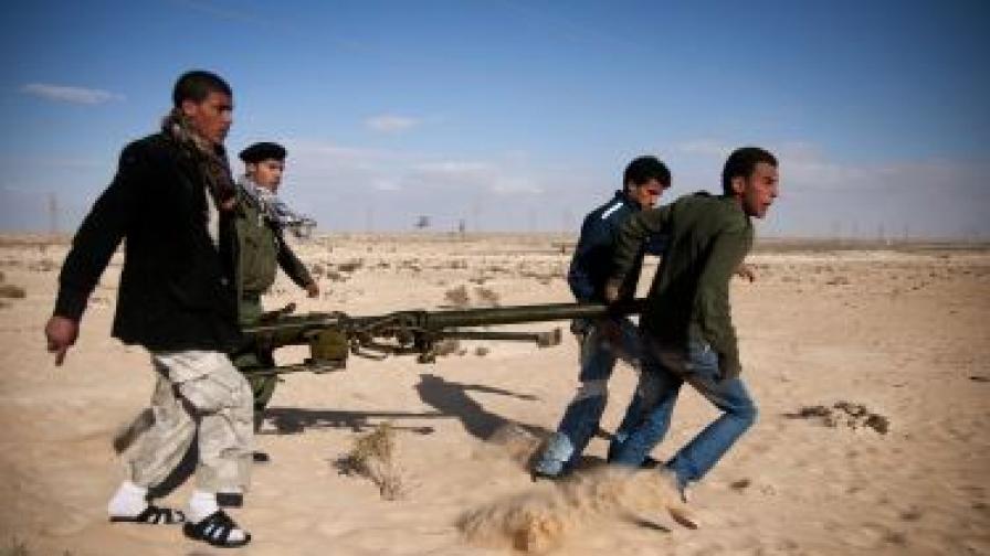 Либийските бунтовници превзели ключовия град Брега
