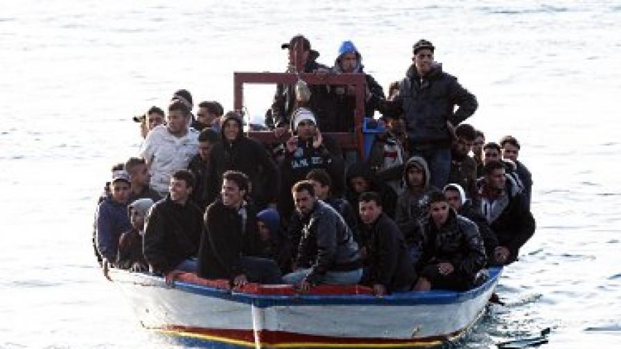 На Лампедуза всеки ден от Северна Африка с малки корабчета пристигат незаконни имигранти