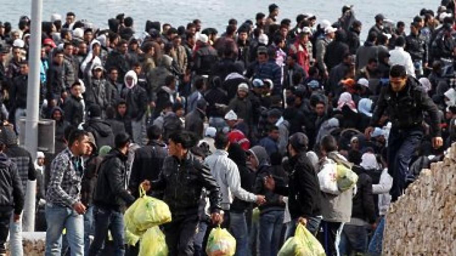 Берлускони обеща да изчисти Лампедуза от имигрантите до ден-два