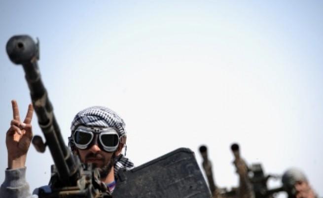 Кой въоръжава бунтовниците в Либия?