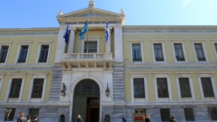 Вложители теглят парите си от гръцки банки