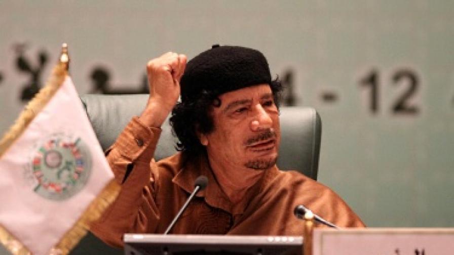 НАТО разруши сграда в резиденцията на Кадафи в Триполи