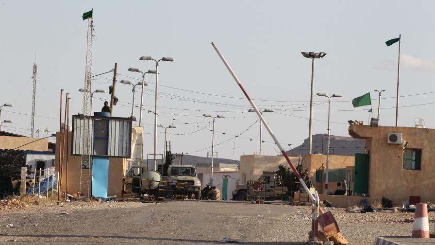 Муамар Кадафи иска да преговаря с НАТО