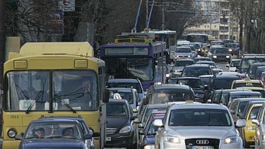 Колони от автомобили към София