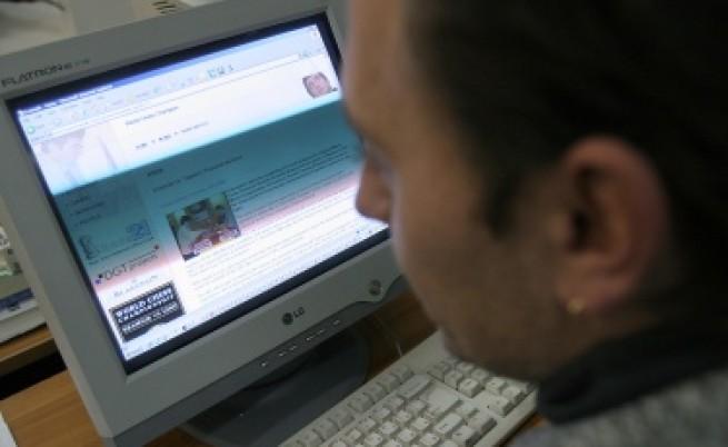 Българите все по-дълго пред компютъра