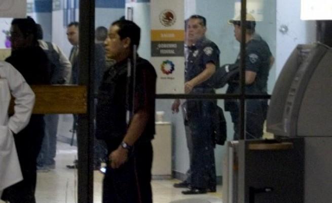 Пак арестувани българи за измами с банкови карти