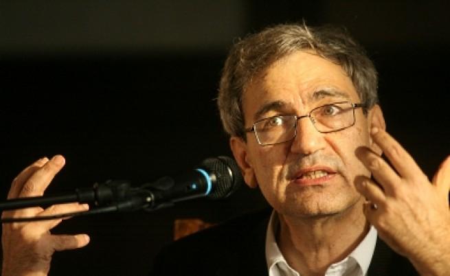 Орхан Памук сред почитателите си в София