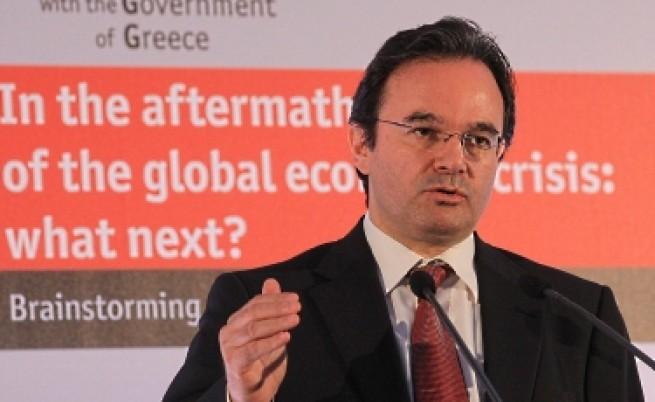 В Гърция съкращават 150 хил. държавни служители