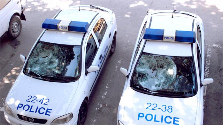 Полицаи викат подкрепления, за да разтърват роми