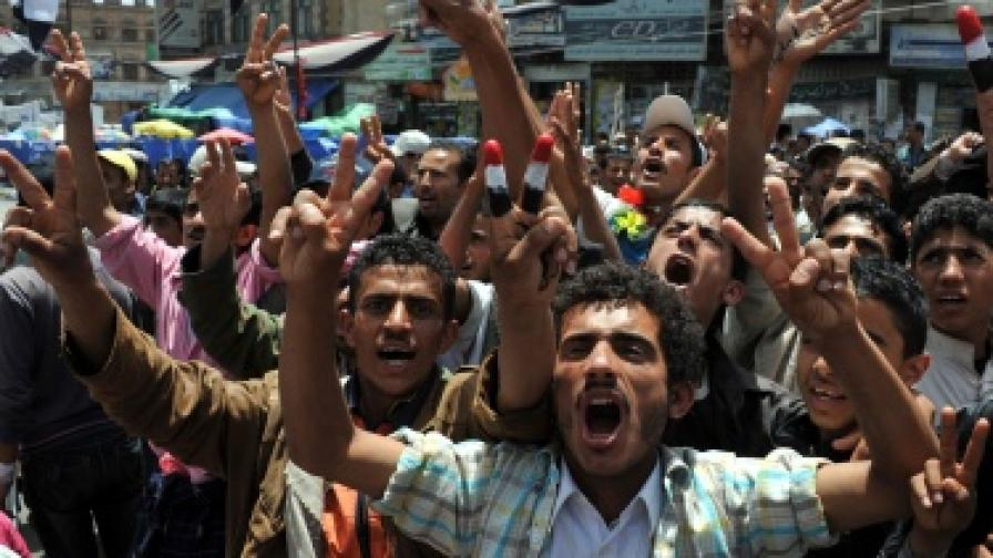 Йемен: С оръжие срещу демонстрантите