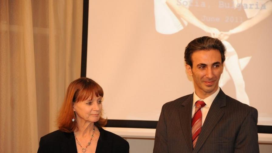 Сюзан Фарел и Момчил Младенов в българското посолство във Вашингтон след среща с посланик Елена Поптодорова (снимка от януари 2011 г.)