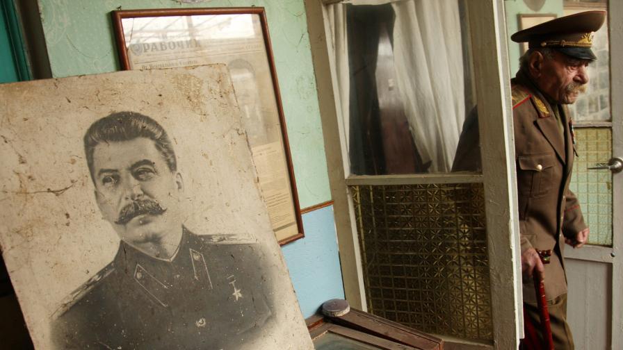 Сталинските куртки се връщат на мода в Русия