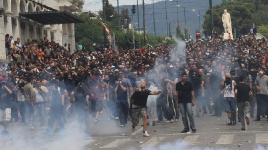 Отново сблъсъци в центъра на Атина