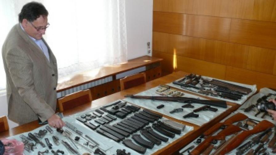 9 кг тротил откриха в къща в Нови пазар