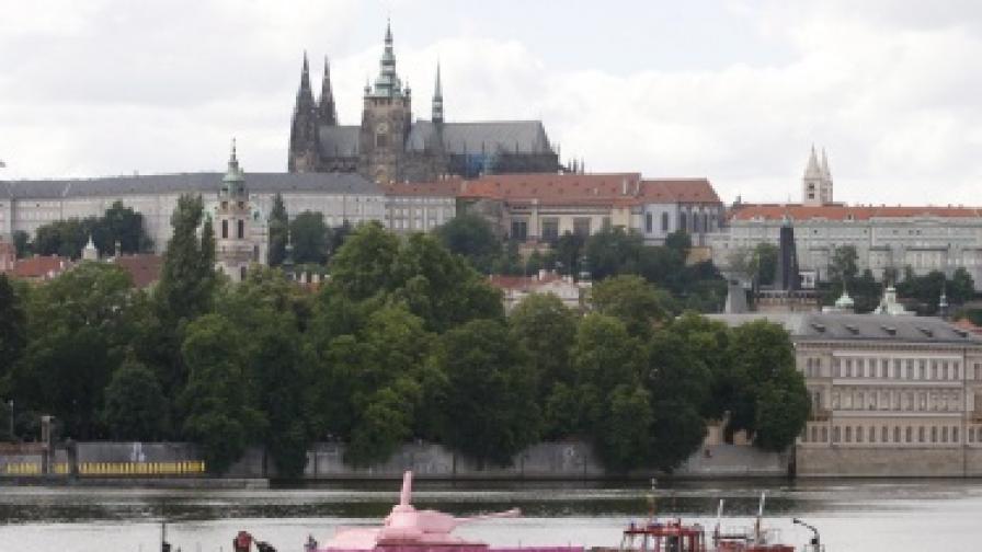 Розовият танк пак се появи в Прага