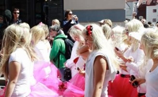 За изборите Путин мобилизира и блондинки